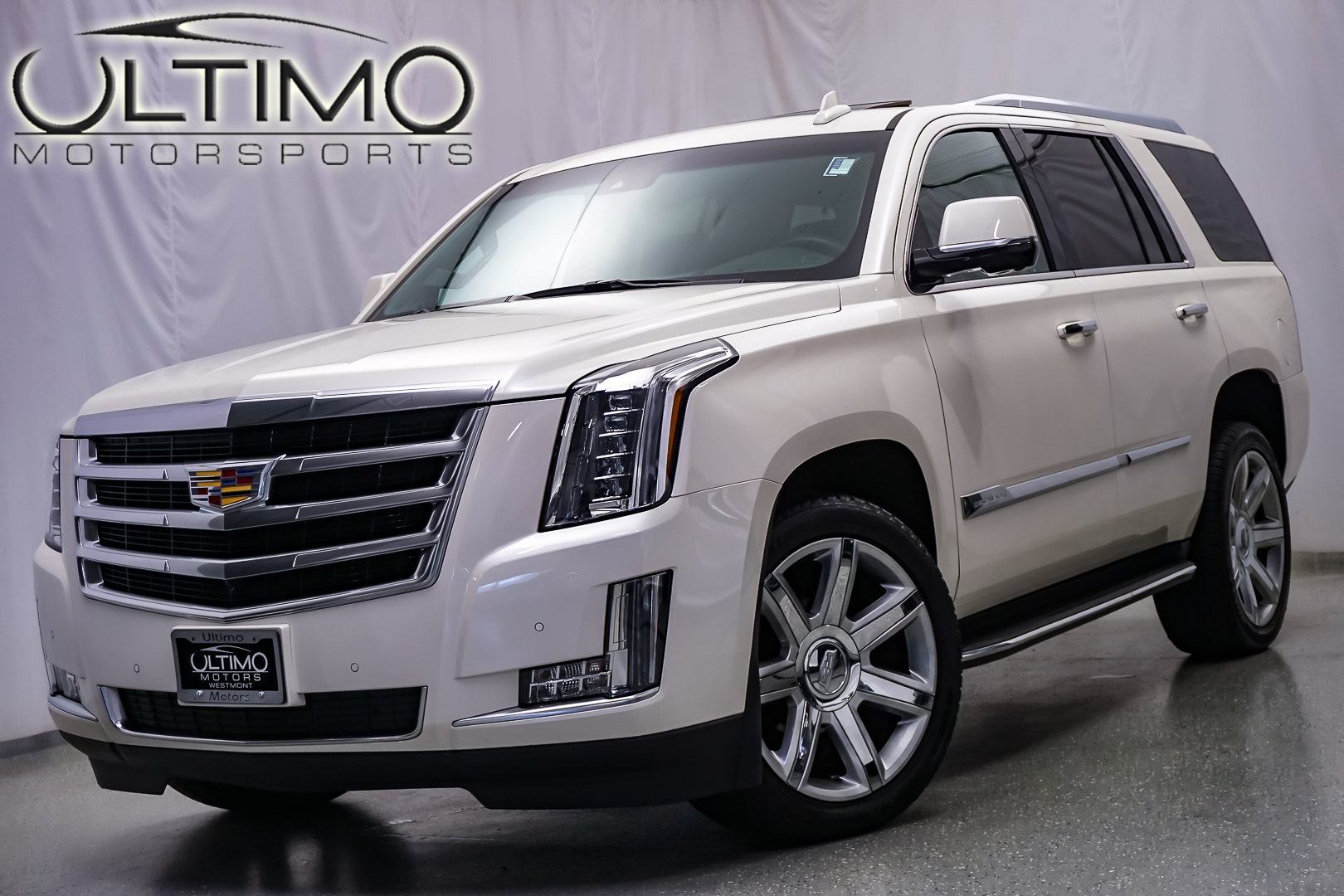 pre owned 2016 cadillac escalade luxury collection suv in warrenville u2853 ultimo motors. Black Bedroom Furniture Sets. Home Design Ideas